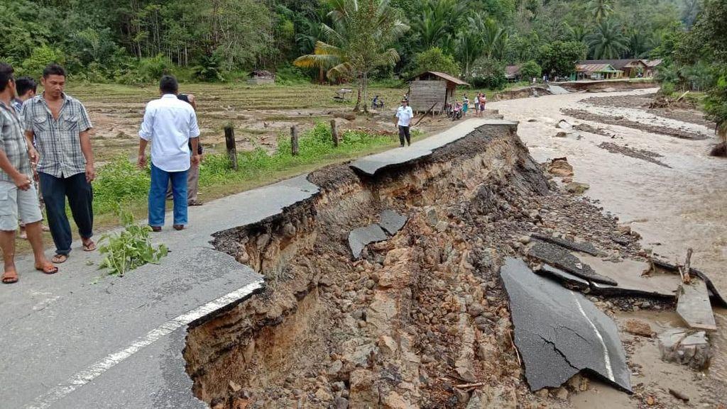 Korban Banjir Tapteng Bertambah Jadi 6 Orang Tewas