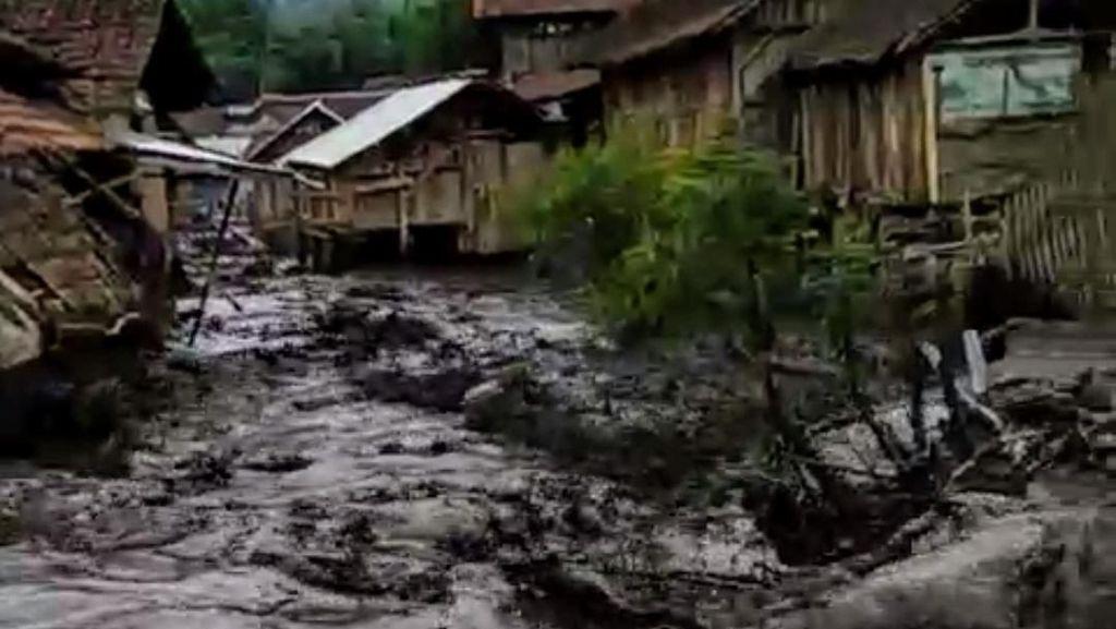 Video: Detik-detik Banjir Bandang Terjang Bondowoso