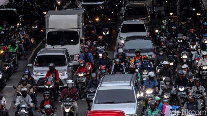 Kemacetan di Jakarta terparah ke-10 berdasarkan kondisi lalu lintas saat jam sibuk dari 416 kota dari 57 negara di dunia yang disurvei TomTom, 2019.