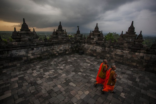 Saat Hari Raya Waisak, Candi Borobudur pun menjadi tempat ibadah dari umat Buddha dunia. (Getty Images)