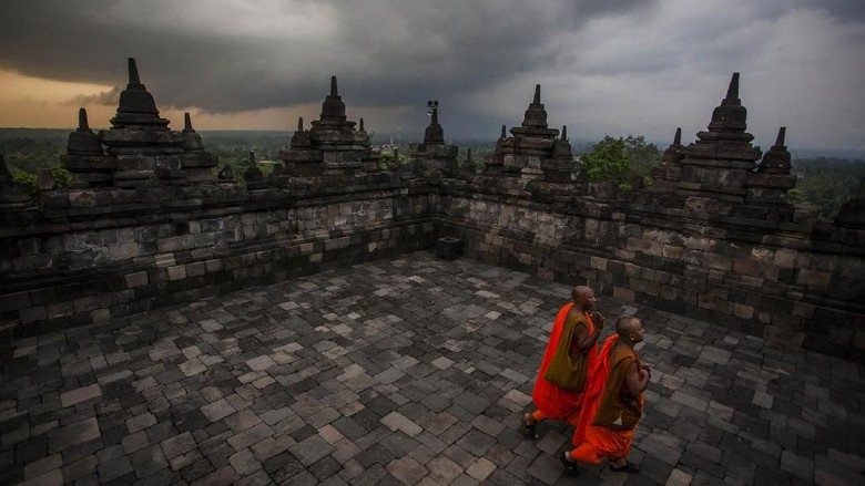 MAGELANG, CENTRAL JAVA, INDONESIA - MAY 10: Tourists at Borobudur temple during celebrations for Vesak Day on May 10, 2017 in Magelang, Central Java, Indonesia. Buddhists in Indonesia celebrate Vesak at the Borobudur temple annually, which makes it the most visited tourist attraction in Indonesia. It is observed during the full moon in May or June, with the ceremony centered at three Buddhist temples by walking from Mendut to Pawon and ending at Borobudur. The stages of life of Buddhisms founder, Gautama Buddha, which are celebrated at Vesak are his birth, enlightenment to Nirvana, and his passing (Parinirvana). (Photo by Ulet Ifansasti/Getty Images)