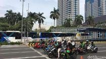 Sempat Terhalang Pendemo, Antrean Bus TransJ di Halte BI-Sarinah Terurai