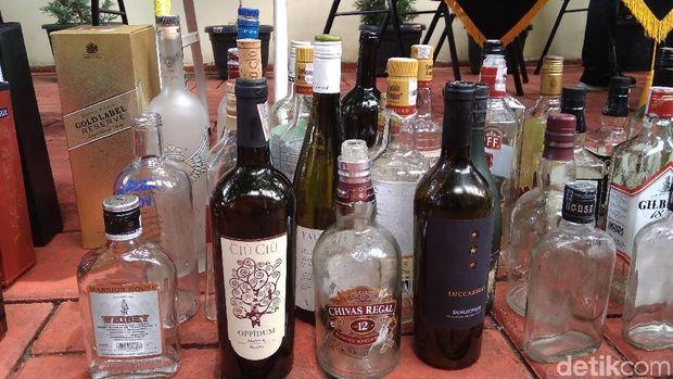Botol miras oplosan yang disita Polres Bandara Soetta