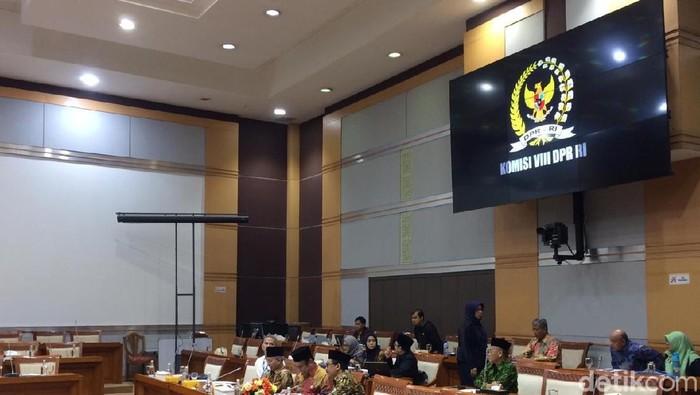 Rapat pembahasan biaya haji 2020 antara DPR dengan Kemenag RI