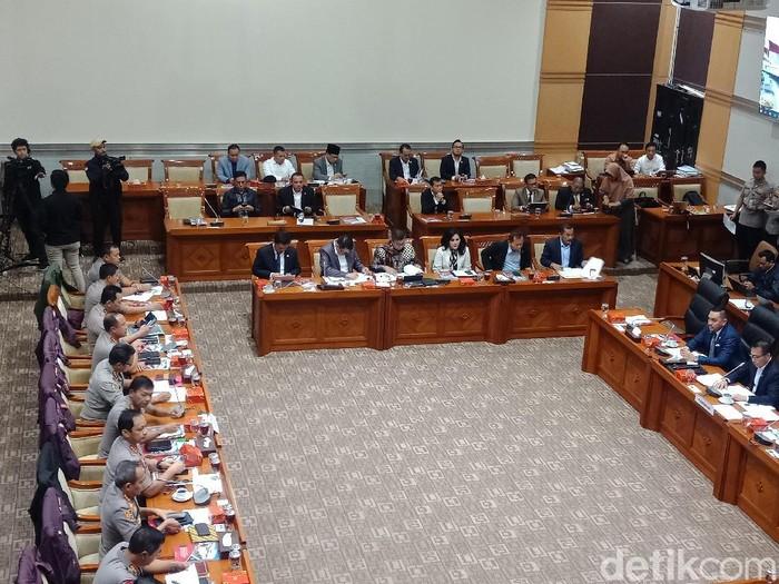 Rapat Komisi III bersama Kapolri Jenderal Idham Azis