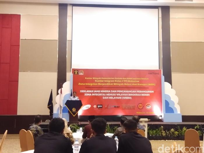 Kantor Imigrasi Makassar bakal membuka layanan pembuatan paspor di sejumlah daerah di Sulawesi Selatan (Sulsel).