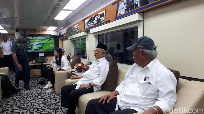 Maruf Amin meninjau perbaikan jalur KA rute Rangkas Bitung-Serang (Dwi Andayani/detikcom)