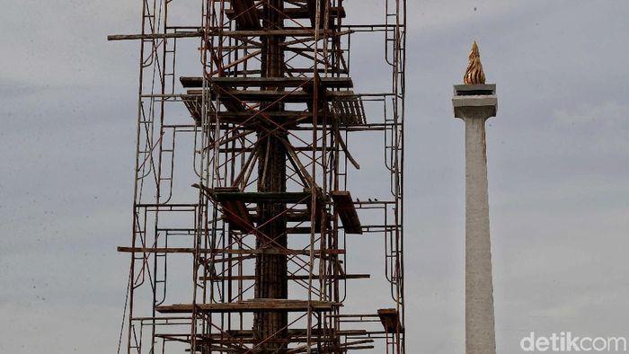 Proyek revitalisasi Monas sudah dihentikan untuk sementara waktu. Namun, polemik soal revitalisasi itu masih terus bergulir.