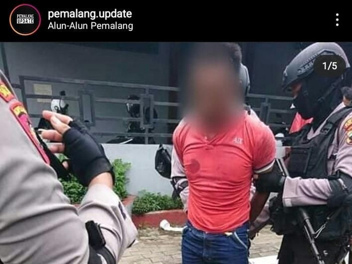 Viral foto seorang pria diduga membakar Alquran di Pemalang, Kamis (30/1/2020).