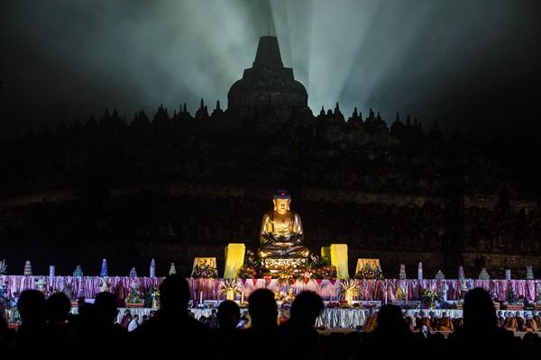 Kemegahan Candi Borobudur memang membuat siapa pun jatuh cinta. (Getty Images)