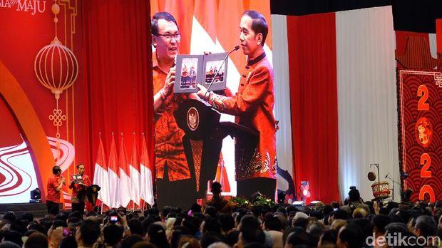 Bertemu Joko di Acara Imlek Nasional, Jokowi: Wajahnya Mirip Ahok