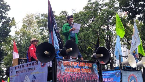 Massa Demo Depan Istana Berangsur Bubar, Lalin di Merdeka Barat Masih Ditutup