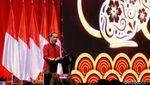 Potret Jokowi Kenakan Changshan Merah di Perayaan Imlek