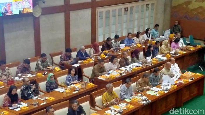 Rapat kerja mendag dengan komisi VI DPR
