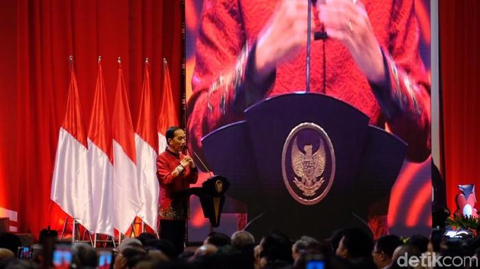 Presiden Jokowi menyapa Nathania Purnama yang merupakan putri Basuki Tjahaja Purnama (Ahok) dan Veronica Tan di acara Imlek Nasional.