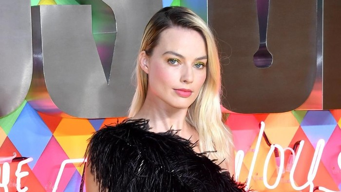 LONDON, ENGLAND - JANUARY 29:  Margot Robbie attends the