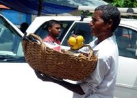 Mulia! Penjual Jeruk Keliling Ini Bangun Sekolah untuk Anak-anak yang Kurang Mampu