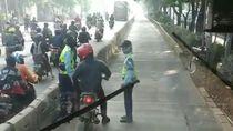 Masuk Busway, Mau Pelat Merah atau Hitam Sanksinya Sama