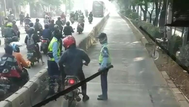 Pemotor masuk busway