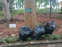Masih ditemukan plastik sampah yang belum dibuang di beberapa titik.