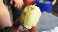 Menikmati Manis Legit Durian Monthong di Pinggir Kota Bogor