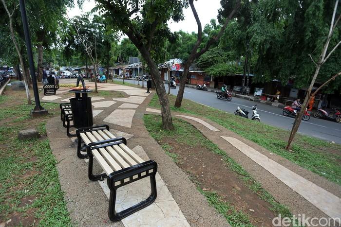 Lahan kosong yang merupakan fasilitas umum di Jalan Manggarai Utara, Jakarta, dirombak menjadi RTH. Area itu dilengkapi sejumlah fasilitas penunjang untuk warga
