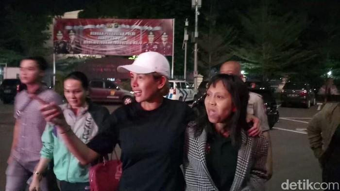 Nikita Mirzani tiba di Polres Jaksel (Farih Maulana Sidik/detikcom)