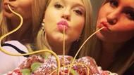 Kocak! Tren Gaya Foto Duck Face Ini Diedit Pakai Spaghetti