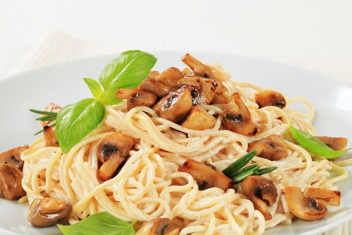 spaghetti tumis jamur