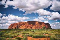 Gunung dengan Bentuk Puncak Tidak Biasa di Dunia