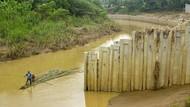 Penampakan Dinding Turap Ilegal di Sungai Cibeet