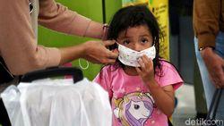 Anak di Bawah 2 Tahun Tak Perlu Pakai Masker, Ini Risikonya