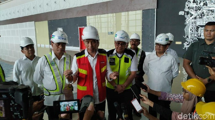 Presiden Jokowi keliling mengecek Bandara Internasional Yogyakarta