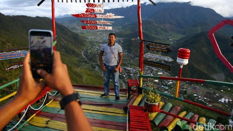 Kabupaten Puncak Jaya merupakan salah satu kabupaten di Papua yang berada di wilayah perbukitan dan gunung.