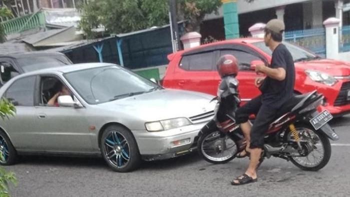 Viral pemotor hadang pemobil di Klaten, Jumat (31/1/2020).
