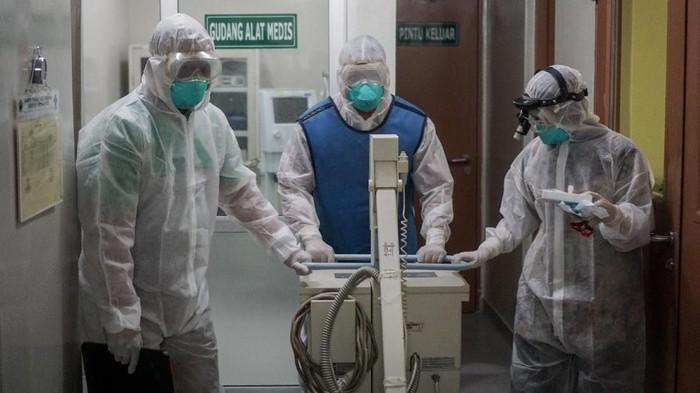 Kegiatan simulasi penanganan virus corona dilakukan di sejumlah rumah sakit di beberapa wilayah di Indonesia. Berikut foto-fotonya.