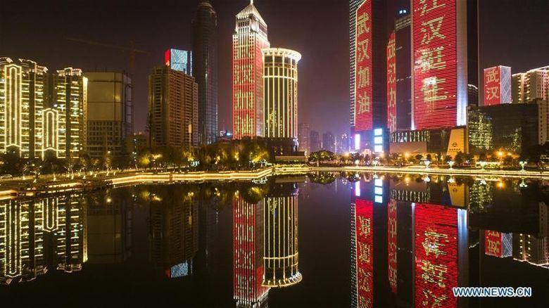 Gedung hingga Jembatan di Wuhan Bersuara Lawan Virus Corona