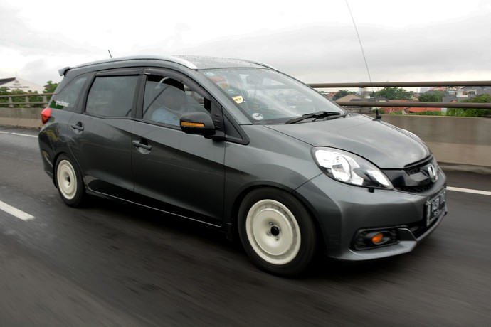 "PT Honda Prospect Motor kembali menggelar acara ""Mobilio Joyful Weekend""  dengan menempuh jarak 60 km dari Jakarta ke Taman Budaya Sentul, Bogor."