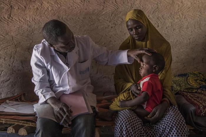 Wabah virus corona sebelumnya disebut penyakit 'misterius' mirip pneumonia. Diseluruh dunia, pneumonia merenggut lebih banyak nyawa anak-anak daripada infeksi lainnya.