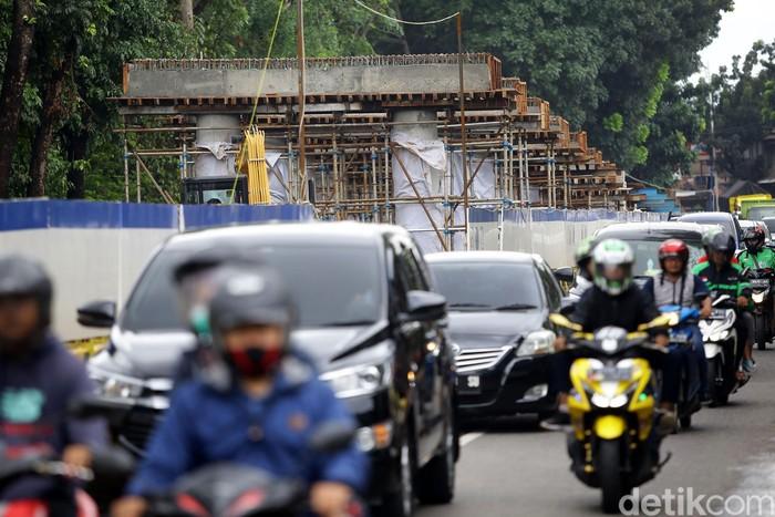 Demi mengurai kemacetan, pembangunan simpang tak sebidang Flyover Lenteng Agung terus dikebut. Berikut foto-foto penampakan terkininya.