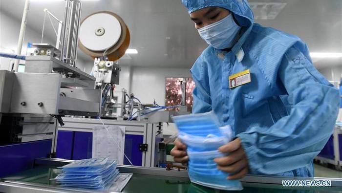 Corona Bikin Masker di China Laris Manis