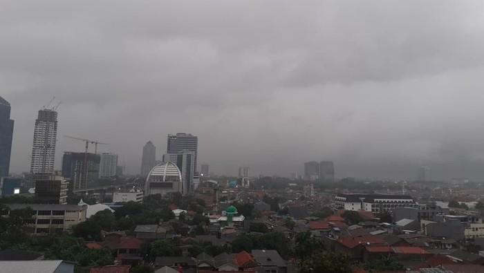 Hujan guyur kawasan Jalan Kapten Tendean, Jaksel.