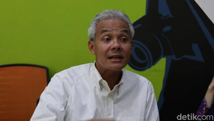 Gubernur Jateng, Ganjar Pranowo, di kantor Biro Jateng-DIY, Sabtu (1/2/2020).