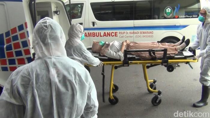 Simulasi penanganan pasien suspect virus corona di Semarang
