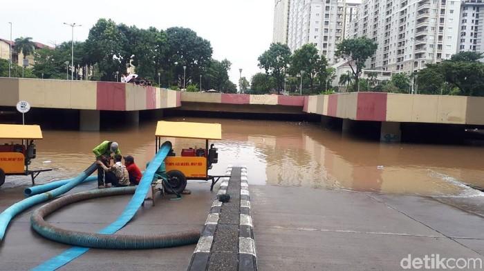 Underpass Kemayoran banjir, Minggu (2/2/2020)