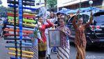 Peringati Bulan Cinta Inggit Garnasih, Seniman Bandung Menari di Jalanan