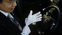 Mengapa Supir Taksi di Jepang Begitu Rapi?