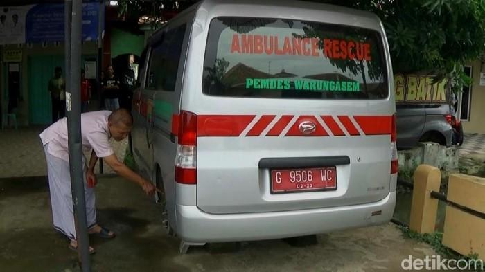 Roda ambulans di Batang raib digondol maling