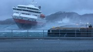Mengerikan! Kapal Pesiar Terseret Angin Kencang