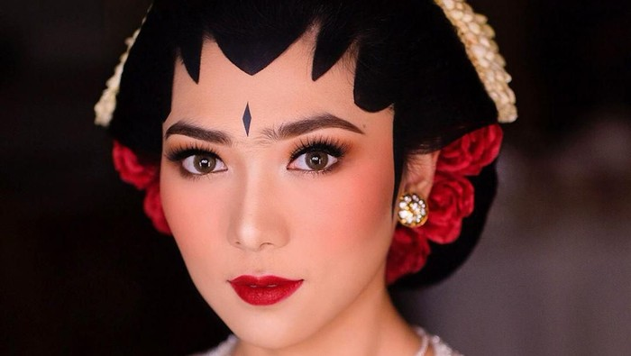 makeup nikah Isyana Sarasvati
